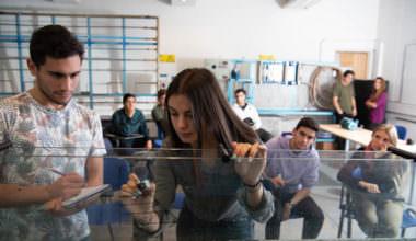 UAI abre admisión especial para mujeres en ingenierías